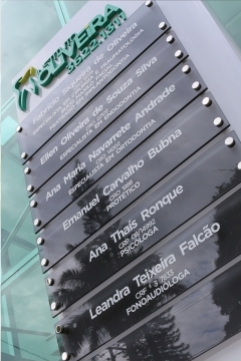 Totem em ACM com Letras Caixa e Vidros - Instituto Oliveira - Jaboti PR