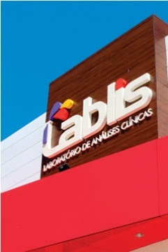 Fachada em ACM e Letras Caixa - Lablis Laboratório de Análises Clínicas - Pinhalão PR