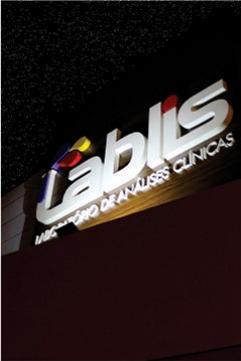 Fachada Revestida em ACM e Letras Caixa - Lablis Laboratório de Análises Clínicas - Pinhalão PR